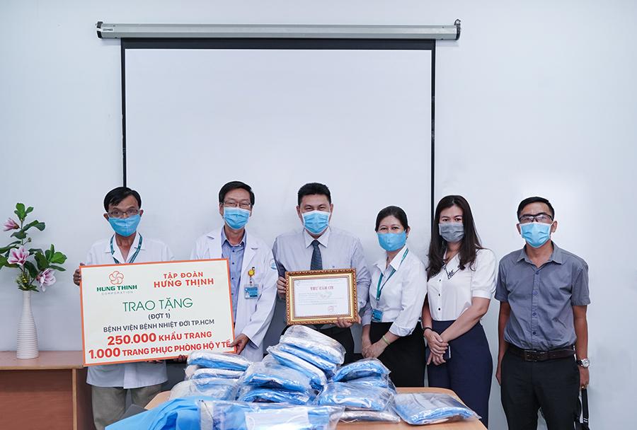 Tập đoàn Hưng Thịnh chung tay tiếp sức cho y, bác sĩ tuyến đầu chống dịch 1
