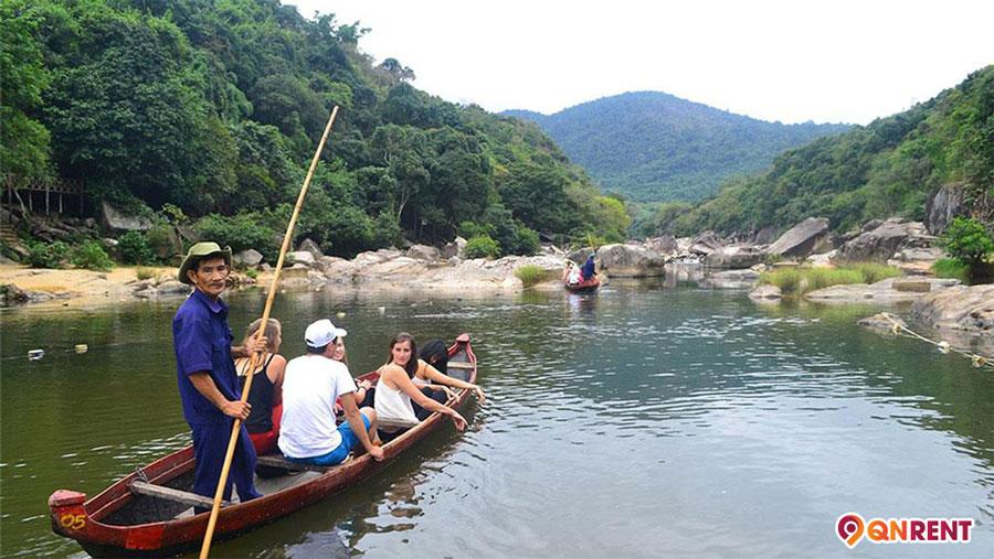 Chèo thuyền ngắm cảnh Hầm Hô